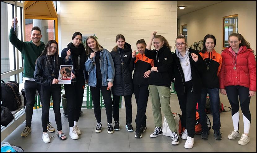 Blog - 201920 HandballMädchen Bild 1
