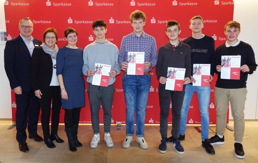 Platz 5 Gesamtwertung: Wir wir wollen gewinnen (Klasse 10dn): Max Bogomolov, Paul Pfitzner, Benedikt Trassl, Jakob Rank, Paul Zimmermann