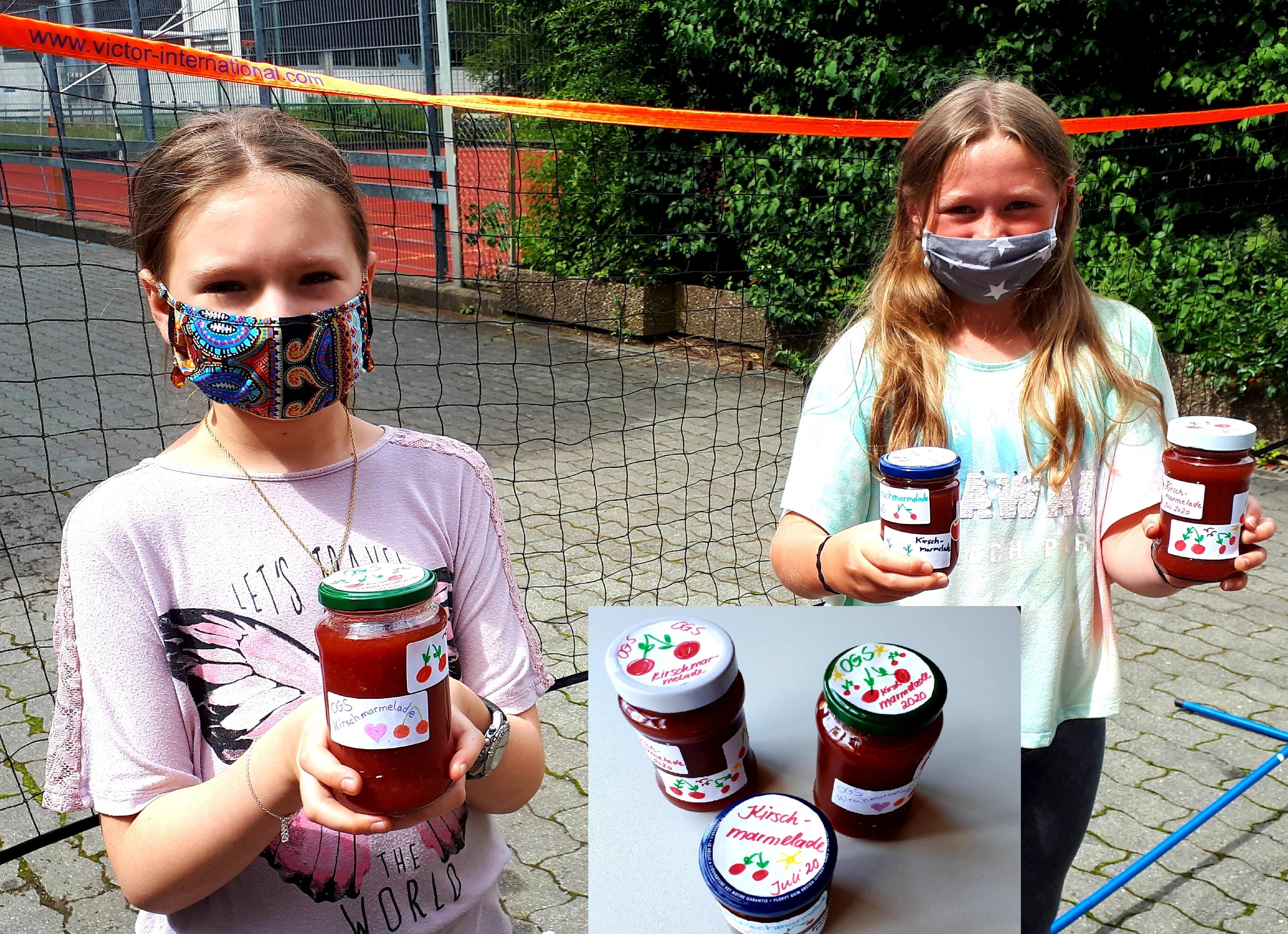 Mit den schuleigenen Kirschen Marmelade zubereiten