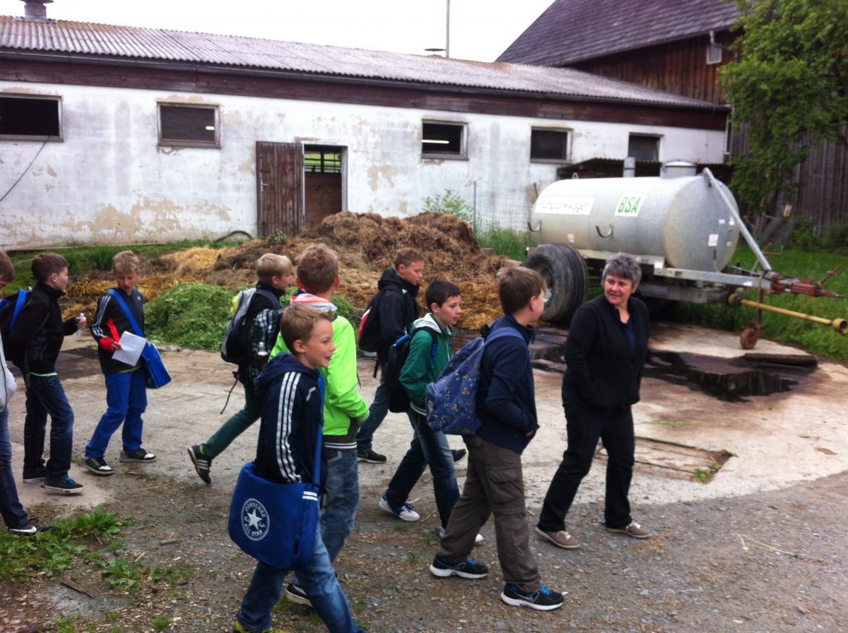 Unterrichtsfächer - Geographie Bauernhof Exkursion (quer) Bild 4