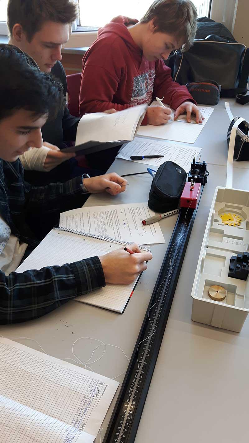 Unterrichtsfächer - Physik Bild 12